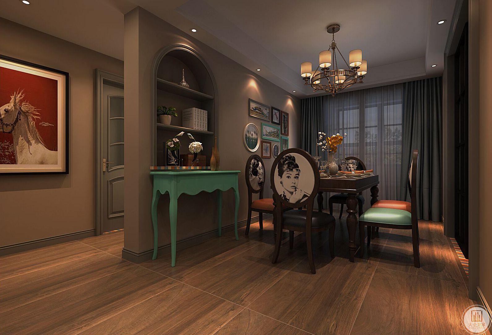 餐厅装修效果图:餐桌餐椅采用黑色木质,外侧绿色木质小桌。