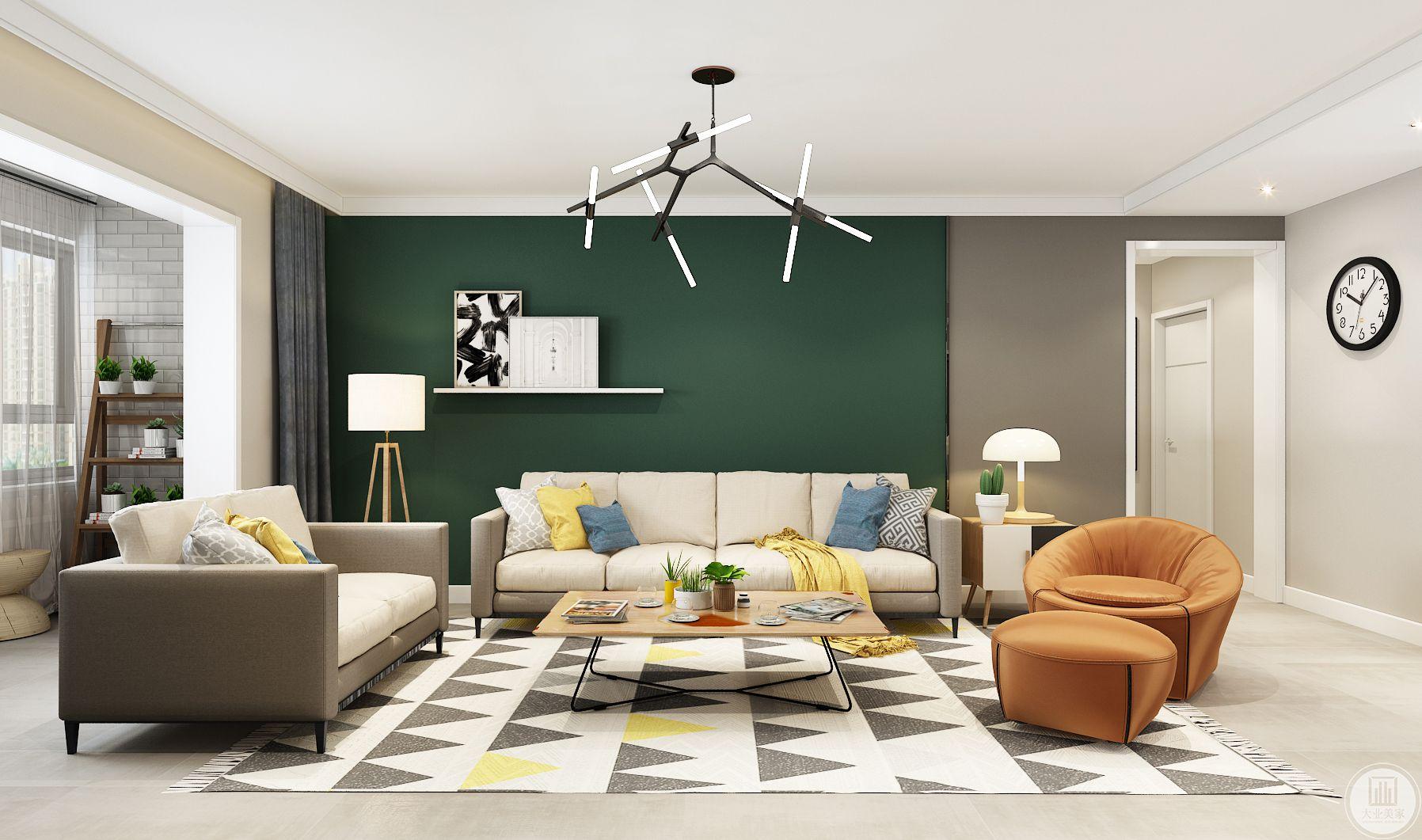 客厅装修效果图:沙发墙使用深绿色,沙发采用深灰色白色装饰,茶几采用实木板加黑色框架,地面采用浅色瓷砖,地毯灰白相间的颜色。