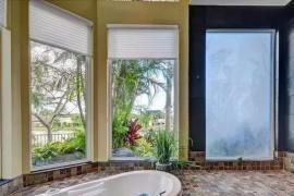 济南装修公司大业美家分享单身限制了我的想象力!没想到浴缸竟可以放这里?