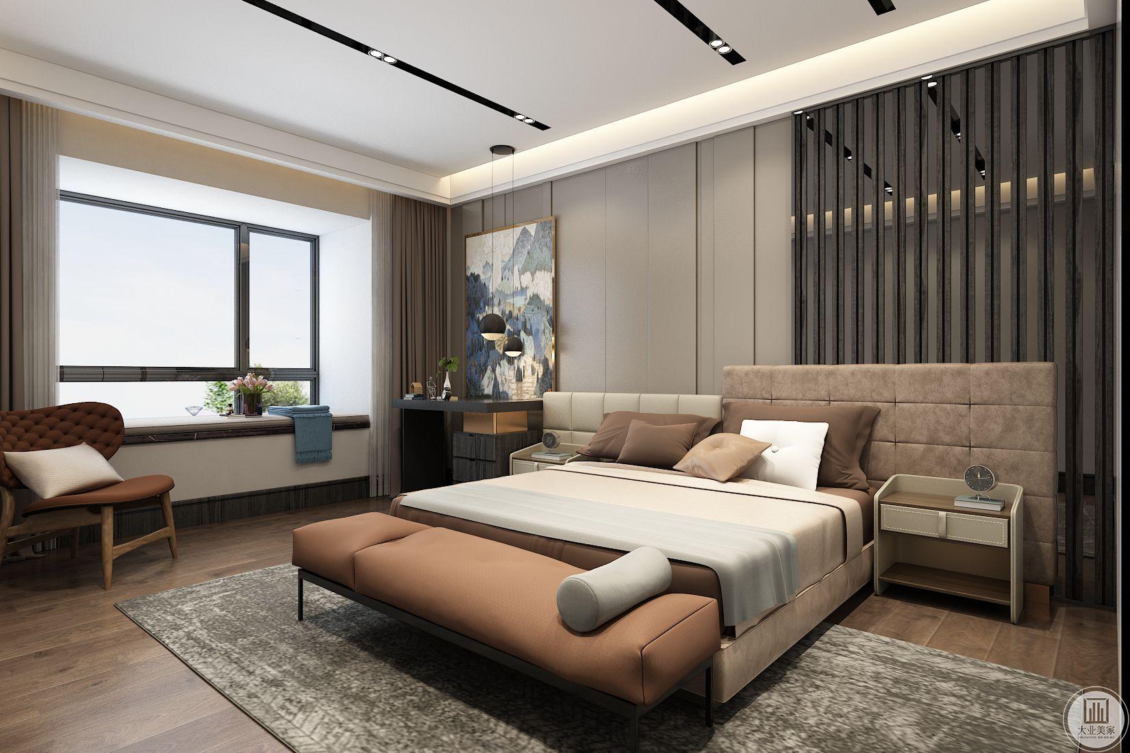 卧室装修效果图:卧室整体采用温馨的暖色,床头背景墙一半使用金属条纹,突出整个空间现代风格设计,窗户采用飘窗增大空间容量。