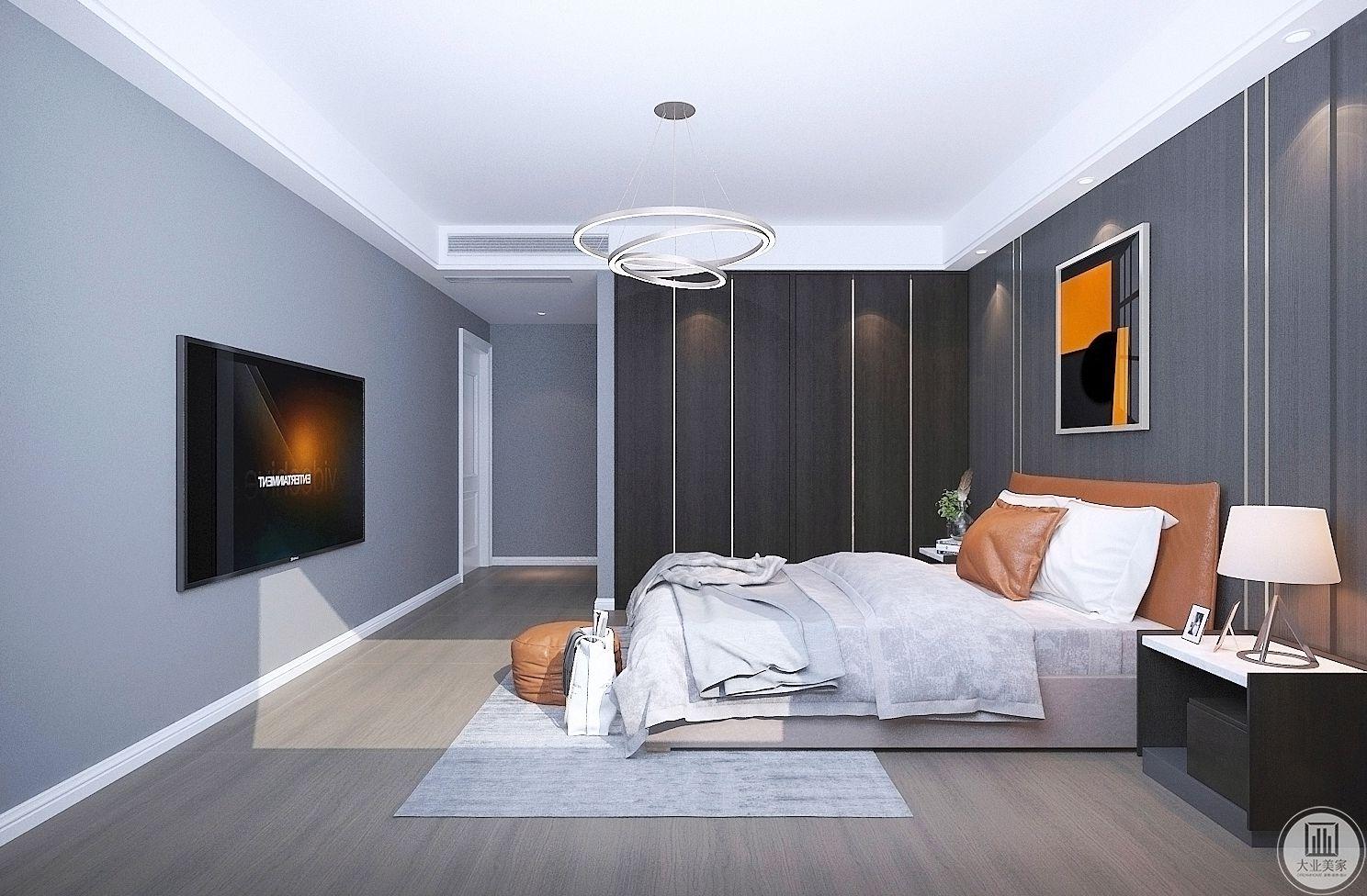 卧室装修效果图:我们延续了一尘不染的设计理念,以高端私人定制的追求,通过完美的比例,展现了一个魅力无限的安静的家。笔直的线条犹如一道灵动的光束拉开空间的维度,样式的重组与品质承袭,体现了设计师独到的审美和气度。