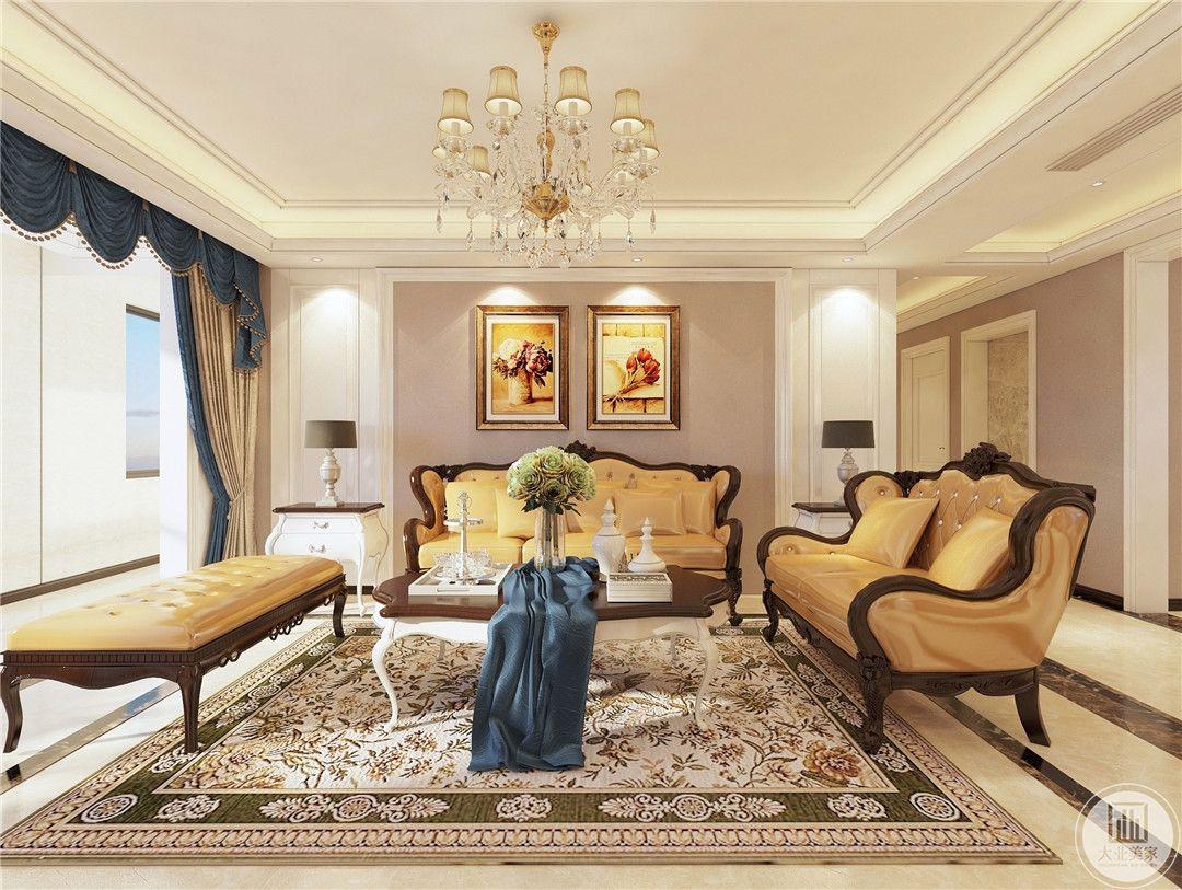 客厅装修效果图:浅灰色的沙发墙,挂上两幅方正的装饰画,结合顶上两盏射灯的衬托,显得格外的优雅端庄。
