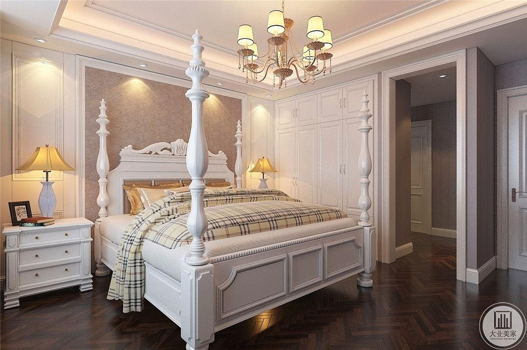 卧室装修效果图:从侧面可以看到整个主卧的空间布局设计。