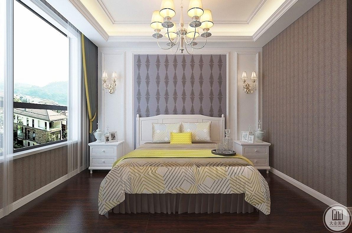 卧室装修效果图:整体采用浅色的背景墙,搭配两侧的白色床头柜温馨又优雅。
