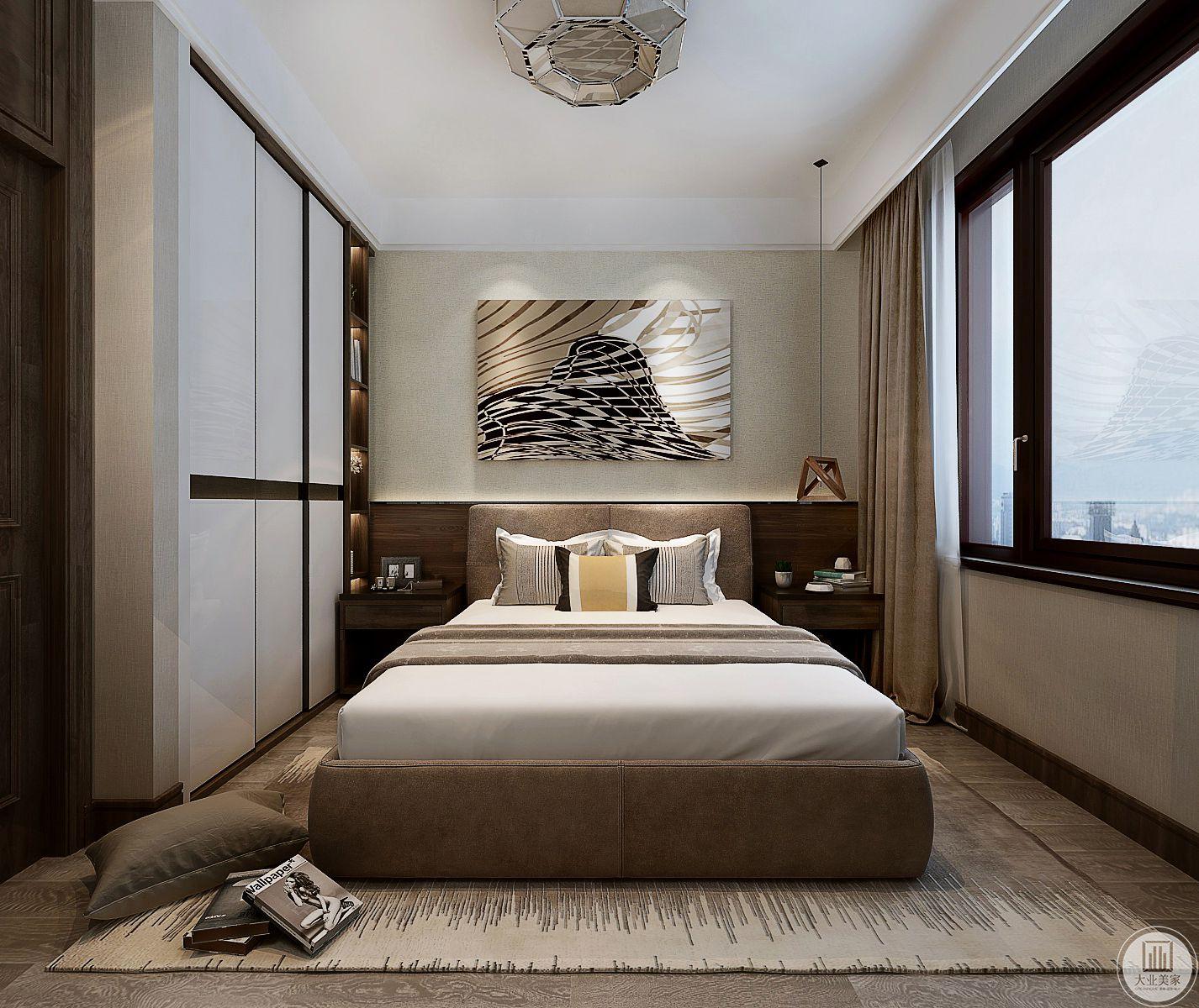 床头背景墙采用浅黄色壁纸,床头背景墙采用现代风格时尚挂画,两侧床头柜采用黑檀木制作。