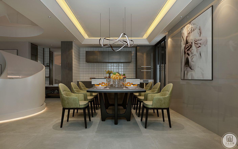 餐桌的一侧采用吧台,台面采用大理石为主,厨房墙面采用小方格面包砖。