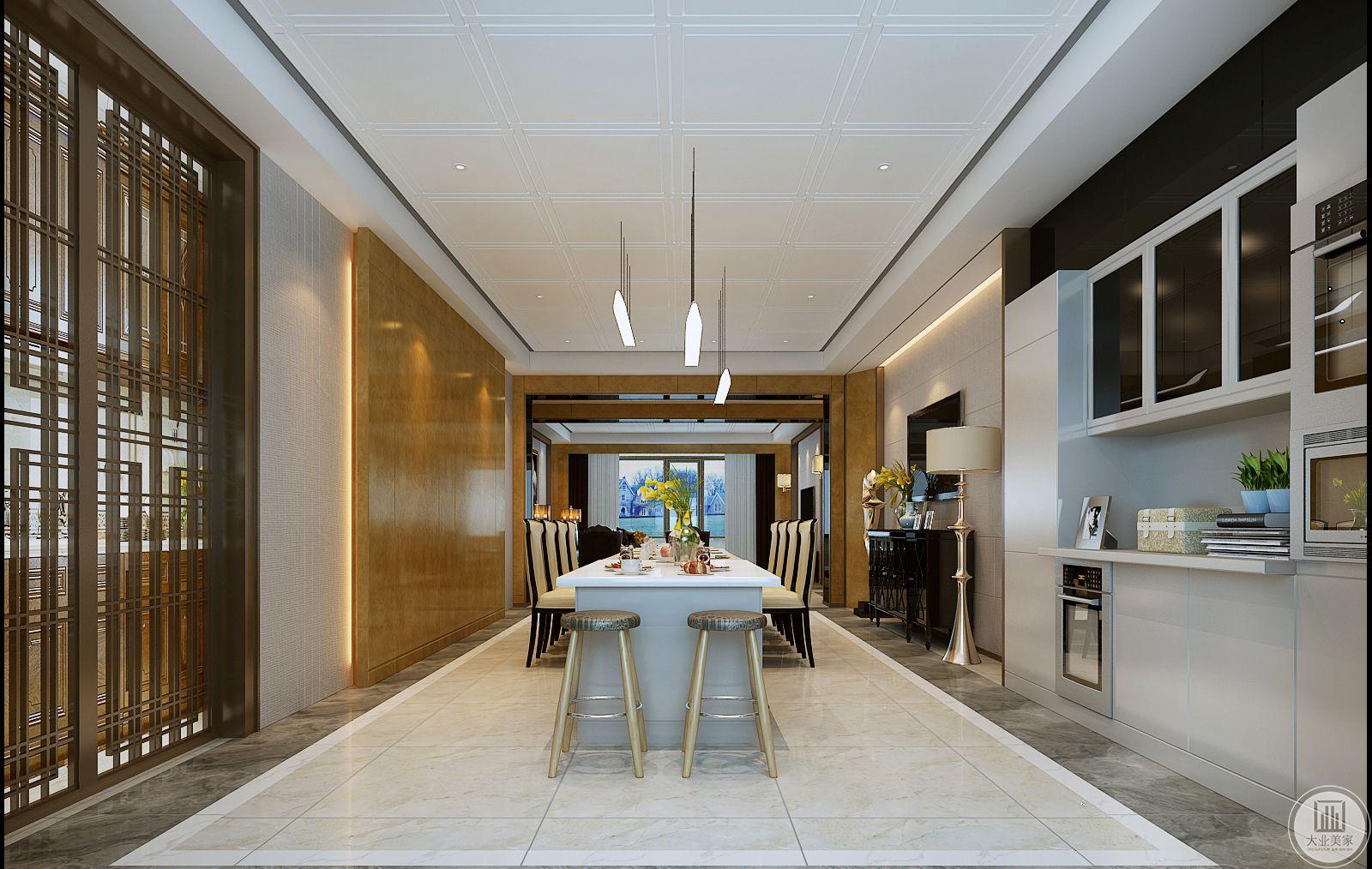 餐厅的电视墙的一侧做收纳空间,橱柜都采用白色。