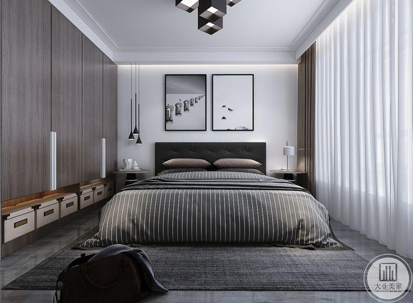 主卧室床头背景墙不作任何颜色装饰,墙面采用现代风格黑白装饰画,地面铺设花纹转搭配灰色地毯,两侧采用现代极简风格的床头柜。