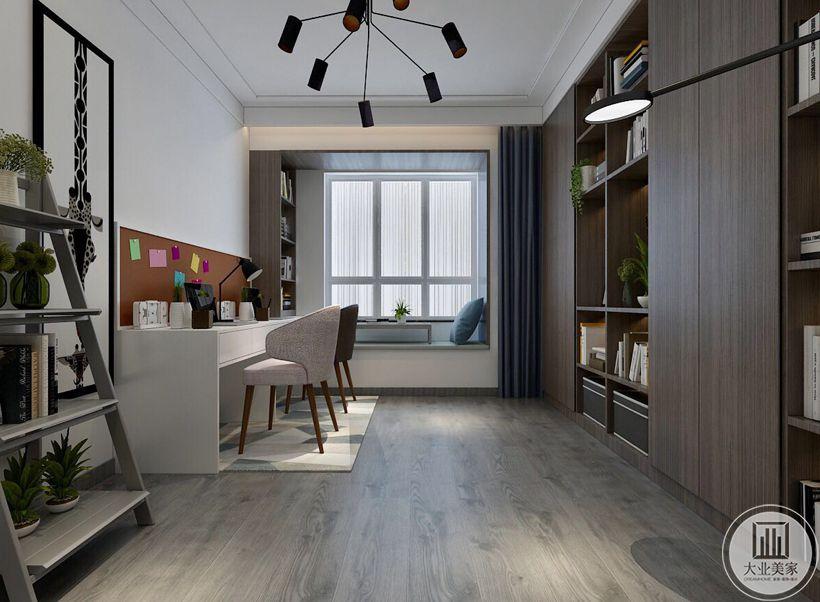 书房地面铺浅色木地板,白色书桌与深色实木收纳柜相对,靠窗的一侧做榻榻米,既增加休闲空间又增加了收纳空间。