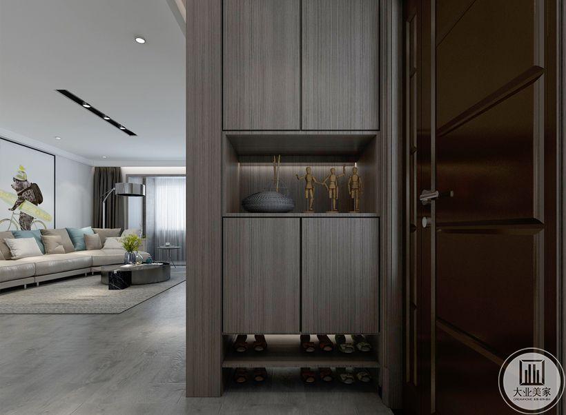 入户门采用浅色实木衣柜做为隔断,区分客厅和入户空间。