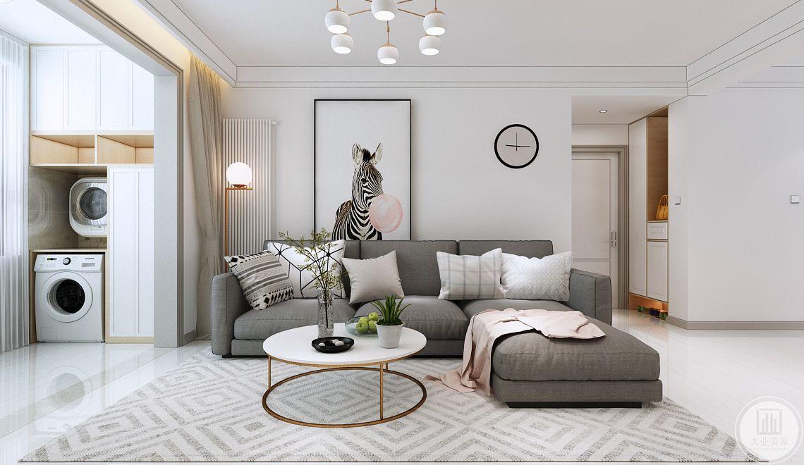 客厅沙发墙采用大白墙,墙面靠窗的一侧放置装饰画,另一侧挂一个钟表,沙发采用灰色布艺沙发,搭配白色茶几,地面铺设白色瓷砖搭配灰色地毯。