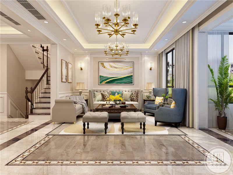 客厅沙发墙采用白色壁纸搭配石膏线,沙发采用米色搭配蓝色,茶几采用红木材料,地面铺设木纹砖地板搭配白色地毯。