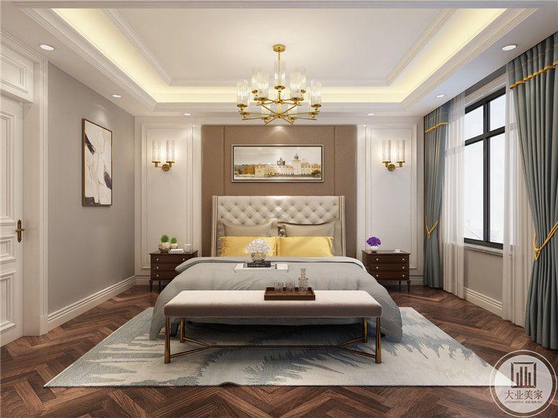 次卧室床头背景墙采用浅黄色,背景墙两侧采用大白墙搭配白色石膏线做装饰,床的两侧摆放红木床头柜。