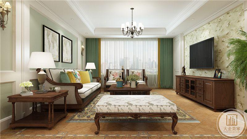 客厅采用浅黄色花草壁纸,电视柜采用红木材料,地面铺设花纹转搭配棕色花纹地毯。