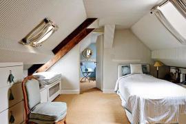 人在屋檐下,如何利用倾斜天花板创造诗意生活!