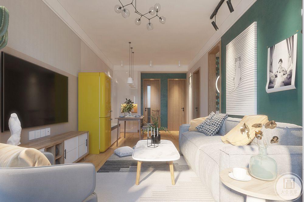 搭配上显眼的绿色植物让整个客厅呈现出一种生机勃勃的自然美。