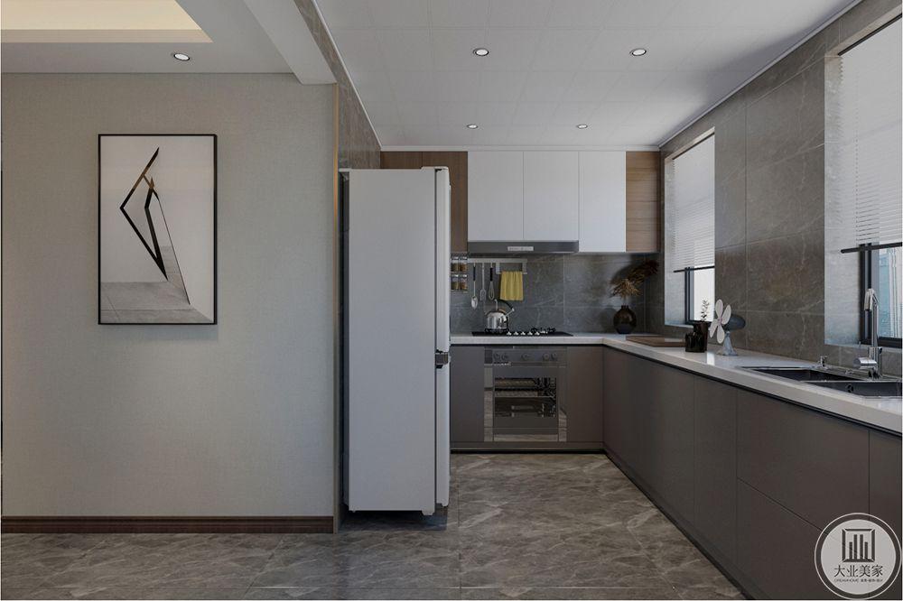 厨房原有的储物间用起来不太方便,后期按开放式厨房考虑,储物间做西厨和吧台用,丰富功能空间,整体空间更大气。