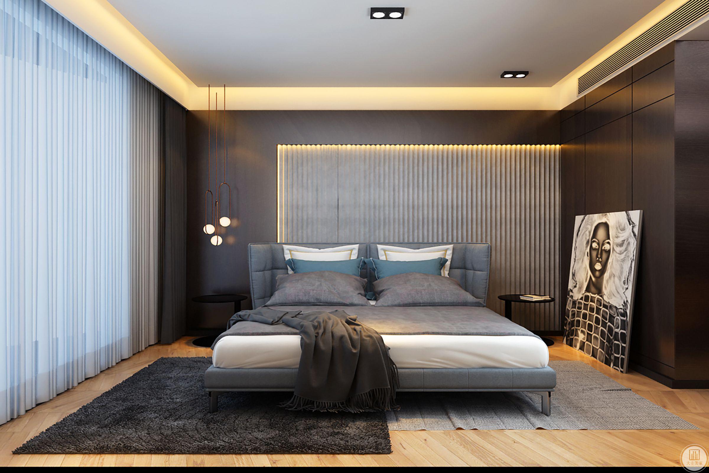 主卧室,精心打造了一间舒适的套房空间。大胆使用了一整面黑色硬包,与天花的白色形成对比,硬包的不规律分割严谨对齐天花缝隙,是设计细节的考量,也是精致生活方式的一种呈现。