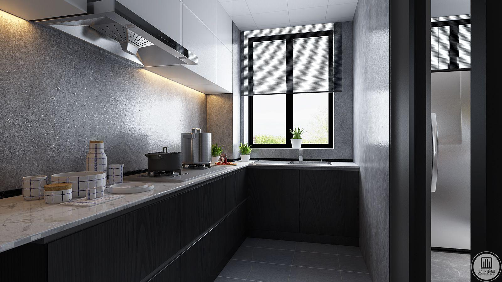 L型的厨房的流畅操作动线,让烹饪变得轻松自在,使厨房运作有序而不凌乱。光线透过窗户洒入室内使得空间里多了一份柔软与平和。