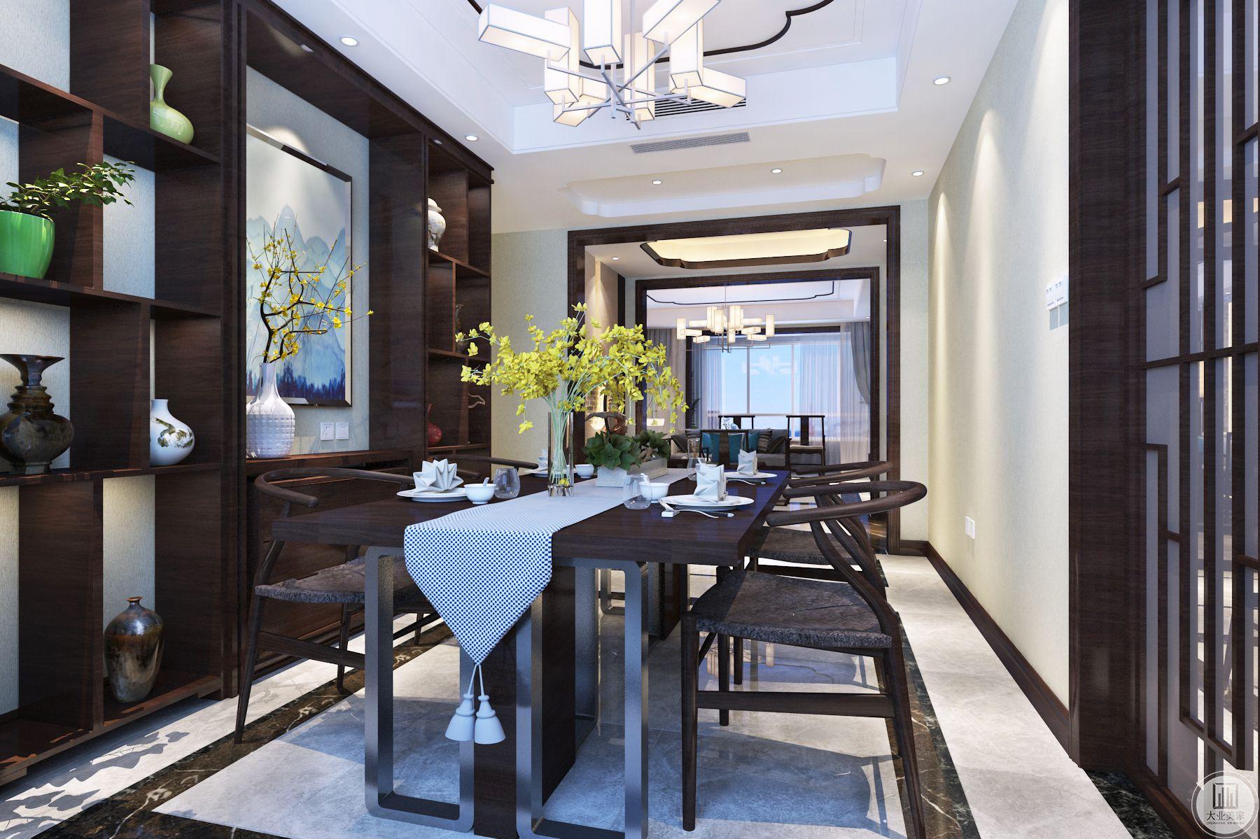 餐厅客户需求开阔空间感的基础上还要满足陈列的功能,酒柜的安排没有规划柜门。