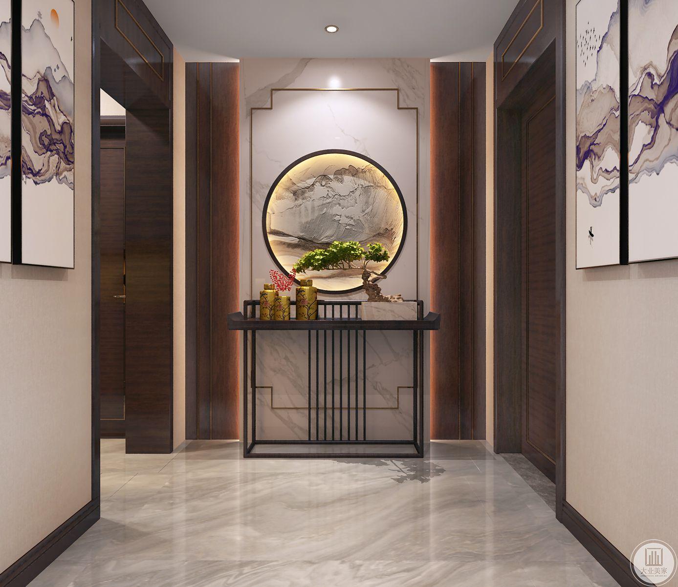 入户玄关空间基础是很好的,有做了一些违和感的处理,玄关墙面造型做了艺术与风水学处理。