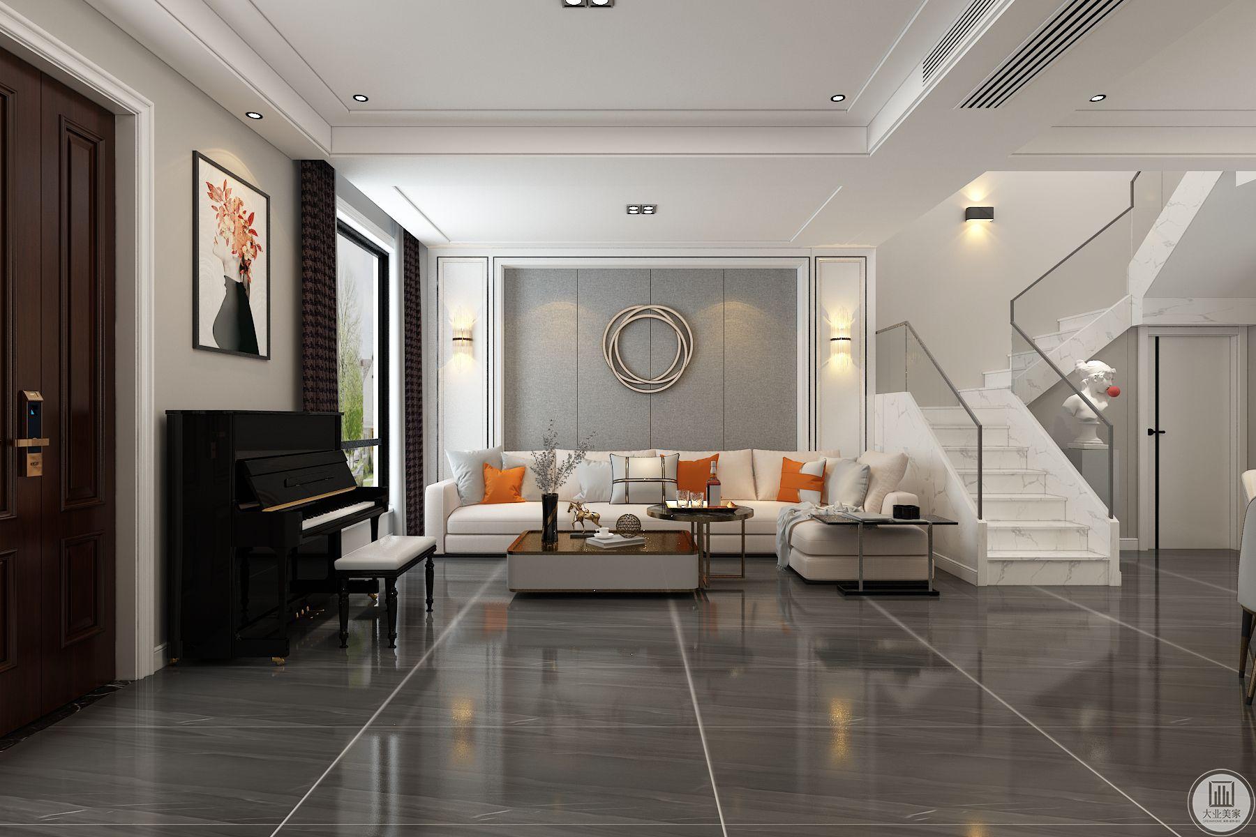 沙发背景墙中间用硬包,两侧定制墙板做对称造型
