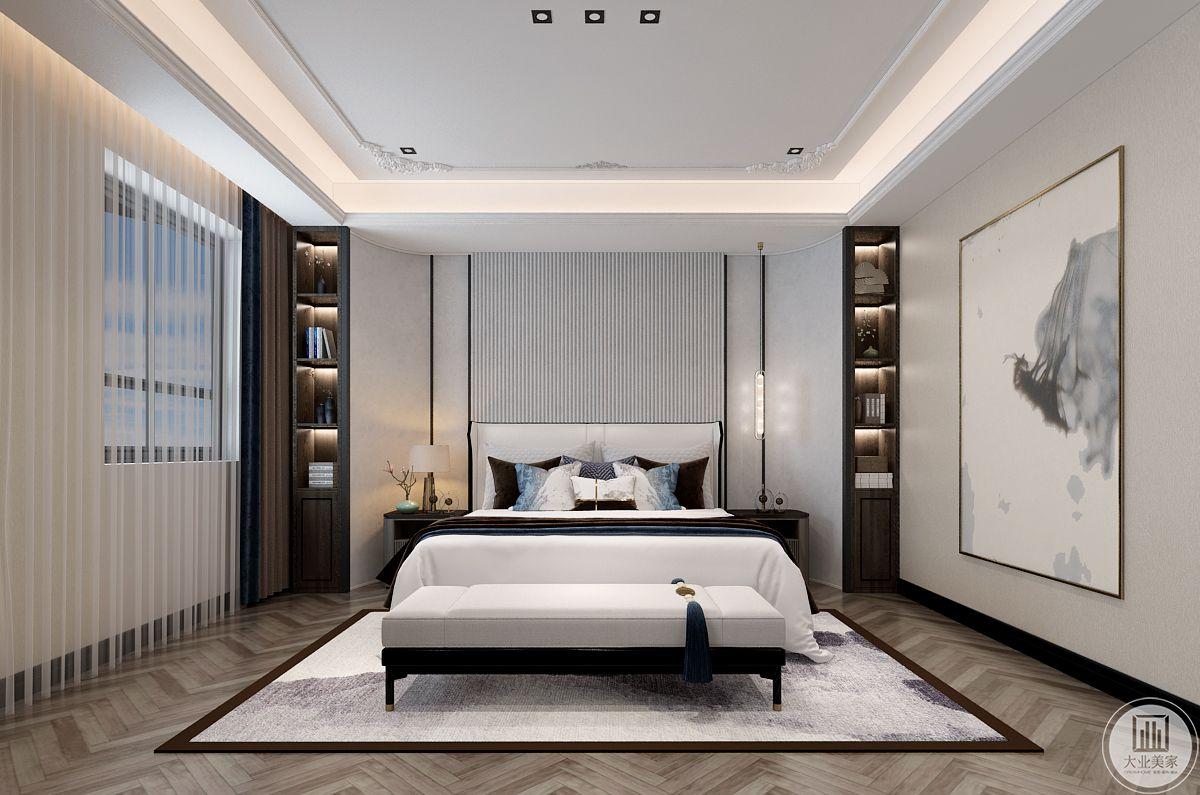 自然中没有绝对的纯色,在传统的色彩提取中,保持了物料的固有色,形成了如宣纸般的自然色。主任卧室一架屏风隔出通道与睡眠区,空间尺度虽大,但温馨必不可少。